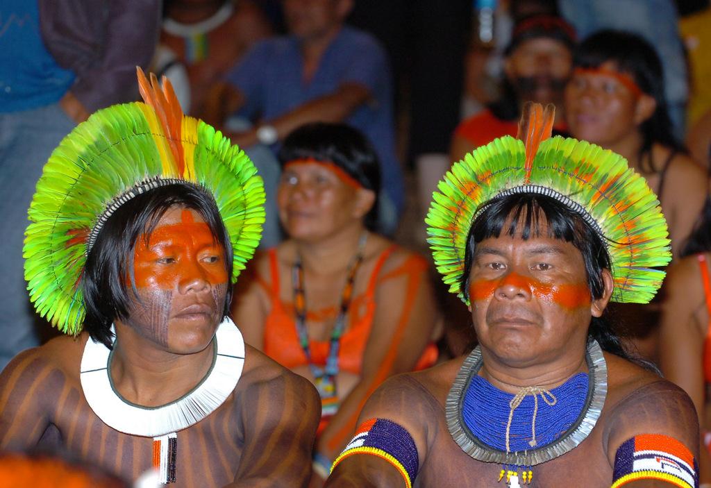 Znalezione obrazy dla zapytania indianie z amazonii