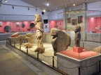 Znaleziska z Göbekli Tepe w Museum w Şanlıurfa. By Klaus-Peter Simon (Own work) [CC BY-SA 3.0 (httpcreativecommons.orglicensesby-sa3.0)], via Wikimedia Commons