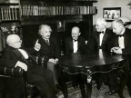 Od lewej: W. Nernst, A. Einstein, M. Planck, R.A. Millikan i von Laue / fot. wikipedia.org