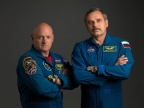 Astronauta NASA Scott Kelly i rosyjski kosmonauta Michaił Kornienko. Fot. NASA/Bill Stafford
