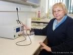 Dr Katarzyna Wykpis z Zakładu Biomateriałów na Wydziale Informatyki i Nauki o Materiałach UŚ. Fot. Małgorzata Kłoskowicz