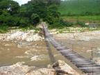 Pokonywanie rzek podczas badań terenowych w południowo-zachodnim Meksyku. Fot. Krzysztof Gaidzik
