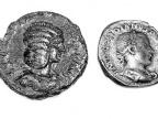 Cztery monety rzymskie, na awersach których można zobaczyć różne modne w danym okresie fryzury. Foto: Sekcja prasowa UŚ