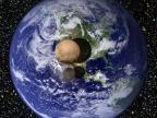 Fotomontaż ilustrujący rozmiary Plutona i Charona w porównaniu z Ziemią. Fot. NASA