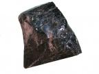 Przykład minerału metamiktycznego – gadolinit w wieku 1,8 mld lat. Fot. Archiwum Dariusza Malczewskiego