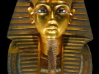 Złota maska z grobu Tutanchamona. Fot. MykReeve [GFDL (http://www.gnu.org/copyleft/fdl.html) or CC-BY-SA-3.0 (http://creativecommons.org/licenses/by-sa/3.0/)], via Wikimedia Commons
