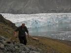 Dr hab. Wojciech Dobiński podczas prac geofizycznych nad wieloletnią zmarzliną okolicy fiordu Hornsund na Spitsbergenie (Foto: Dariusz Ignatiuk)