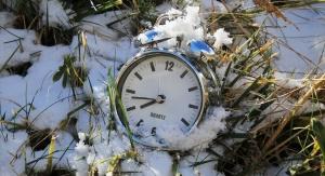Budzik w śniegu \ Fot. domena publiczna, Pixabay