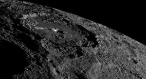 Ceres i krater Occator Fot. NASA/JPL-Caltech/UCLA/MPS/DLR/IDA