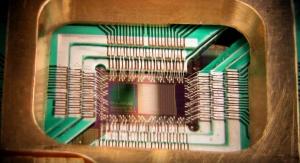 Układ skonstruowany przez D-Wave Systems, zawierający 128 kubitów zrealizowanych za pomocą nadprzewodników | fot. D-Wave Systems, Inc., CC BY 3.0 <https://creativecommons.org/licenses/by/3.0>, via Wikimedia Commons