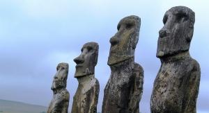 Kamienne posągi z Wyspy Wielkanocnej fascynują ludzi od wieków. Fot. pixabay.com
