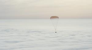 Kapsuła statku kosmicznego Soyuz TMA-18M rankiem 2 marca 2016 roku zmierza ku Ziemi. Fot. NASA/Bill Ingalls