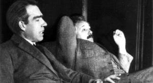 Albert Einstein i Niels Bohr w 1925 r. / Fot. domena publiczna