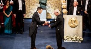 Didier Queloz otrzymujący Nagrodę Nobla w dziedzinie fizyki od  Króla Szwecji Karola XVI Gustawa, Sztokholm 10 grudnia 2019. © Nobel Media. Photo: Nanaka Adachi