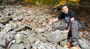 Dr Eligiusz Szełęg z Katedry Geochemii, Mineralogii i Petrografii Uniwersytetu Śląskiego. Fot. Sylwia Farys