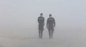 Dwóch policjantów we mgle | fot. Pixabay