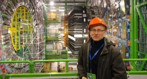 Prof. dr hab. Janusz Gluza przy Wielkim Zderzaczu Hadronów w CERN. Archiwum J. Gluza