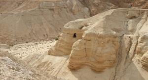 Nie opublikowano dotąd zdjęcia nowoodkrytej jaskini. Na zdjęciu jaskinia nr 4 w Qumran znaleziona 1952 roku. Kryła ponad 500 zwojów, które nosiły wyraźne ślady ukrywania w pośpiechu.