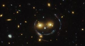 Gromada galaktyk SDSS J1038+4849 (fot. NASA/ESA/Hubble Space Telescope)