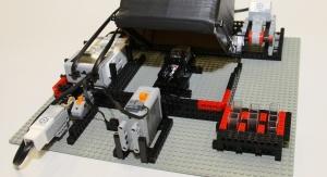 Model turbidymetru służący do pomiaru mętności wody wykonany z klocków Lego. Fot. Małgorzata Kłoskowicz