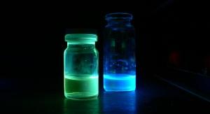 Zespół badawczy dr. Andrzeja Swinarewa opracowuje nowe, trwalsze i bardziej wytrzymałe polimery fotoluminescencyjne, czyli materiały emitujące światło