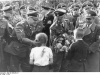Od lewej: Wilhelm Koppe, Heinrich Himmler i Fritz Brach. Fot. Bundesarchiv, Bild 146-1969-052-27 / Unknown / CC-BY-SA 3.0 [CC BY-SA 3.0 de (http://creativecommons.org/ licenses/by-sa/3.0/de/deed.en)], via Wikimedia Commons