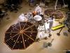 Inżynierowie i technicy w Lockheed Martin Space Systems w Denver testują rozmieszczenia paneli słonecznych na lądowniku InSight / Fot. NASA/JPL-Caltech/Lockheed Martin