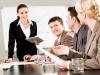 Cztery osoby rozmawiające na spotkaniu biznesowym | fot. pressmaster – Fotolia