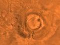 Cyfrowa kompozycja zdjęć wygasłego wulkanu Arsia Mons wykonana ze zdjęć sondy Viking 1 w latach 1976-1980. Fot. NASA/JPL/USGS
