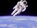 Astronauta Bruce McCandless II (1984). Fot. NASA