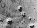 """Zdjęcie """"twarzy na Marsie"""" zrobione przez sondę Viking 1 w 1976 roku"""