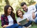 Niezwykle ważne w powodzeniu kształcenia w dwujęzyczność jest pozytywne nastawienie i zaangażowanie obojga rodziców. Credit: designed by Javi_indy - Freepik.com