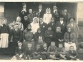 Fotografia weselna: Gustaw Šalbot i Hana Poljak wraz z rodziną Poljaków (Potisský Sv. Mikuláš, lata 30. XX wieku)   fot. archiwum prywatne G. Poljaka