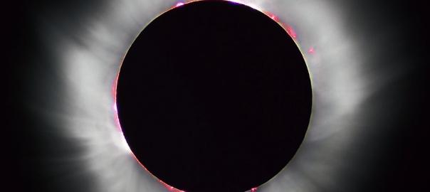 Całkowite zaćmienie słońca obserwowane z terenu Francji w 1999 roku. By I, Luc Viatour, CC BY-SA 3.0, https://commons.wikimedia.org/w/index.php?curid=1107408
