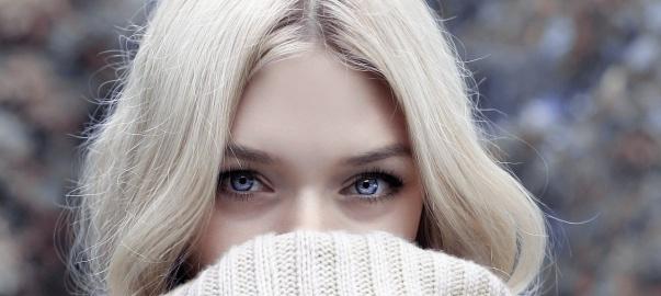 Zdjęcie przedstawia twarz kobiety