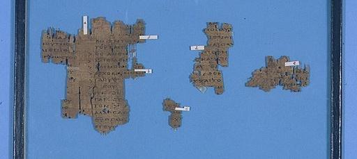 "Fragmenty rozprawy ""Adversus haereses"" św. Ireneusza (Cambridge University Library) [Public domain], via Wikimedia Commons"